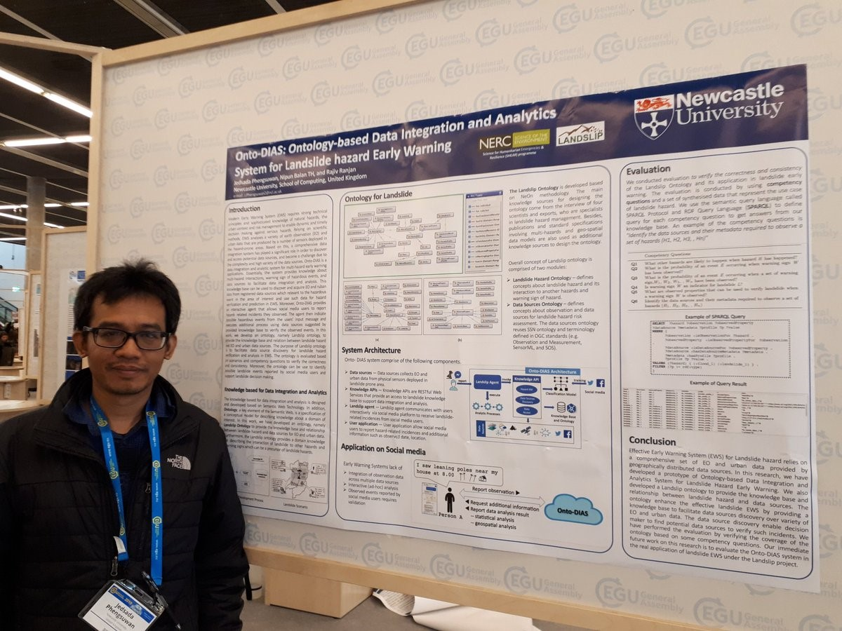 Jedsada Phengsuwan, from Newcastle Universtiy, presents his poster on Onto-DIAS: Ontology-based Data Integration and Analytics System for Landslide hazard Early Warning